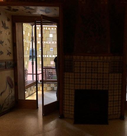 Casa Vicens. Antoni Gaudí. Detall del respatller del banc
