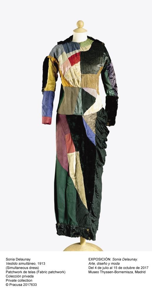 Sonia Delaunay. Robe simultanée, Paris, 1913, patchwork de tissus.